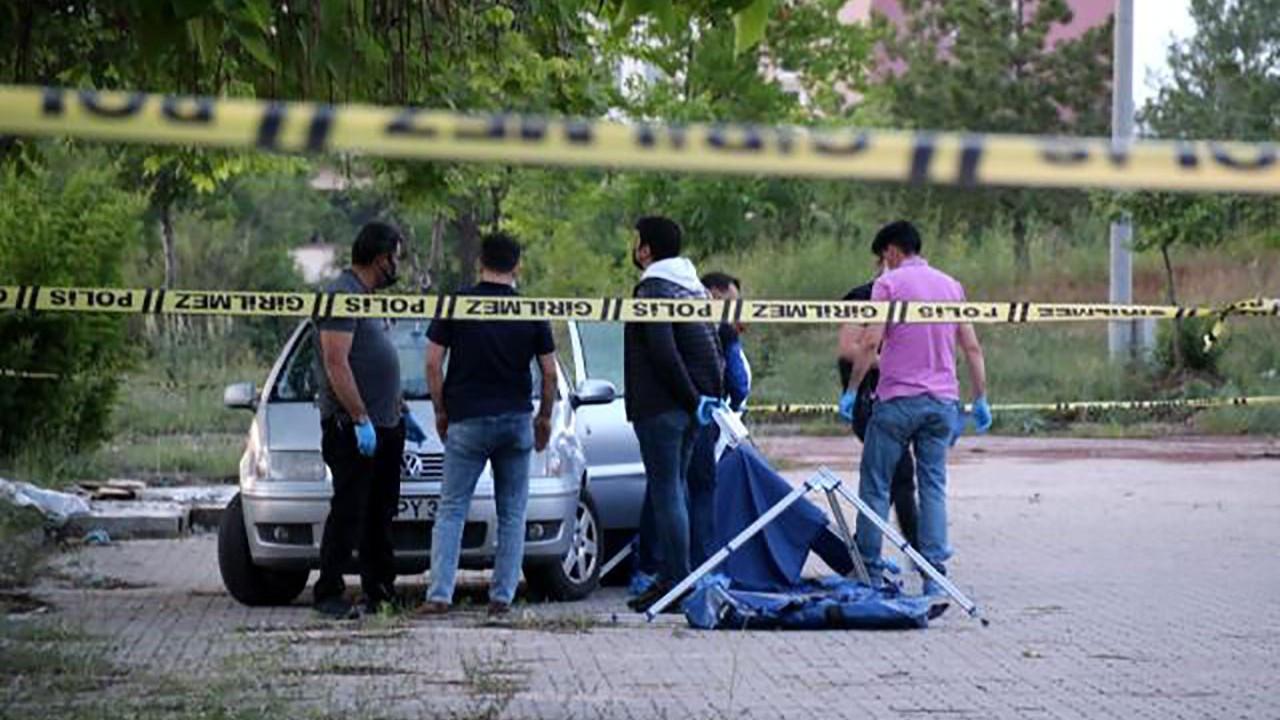 Profesörün cansız bedeni üniversite bahçesinde bulundu