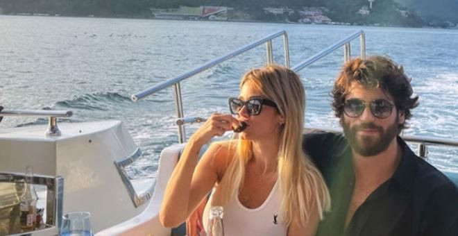 Can Yaman'ın İtalyan sevgilisi başörtü takıp poz verdi - Resim: 1