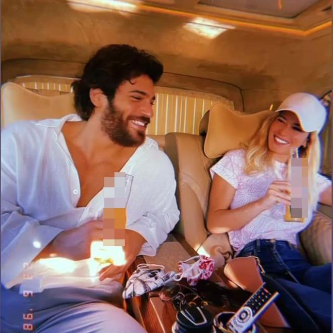 Can Yaman'ın İtalyan sevgilisi başörtü takıp poz verdi - Resim: 2