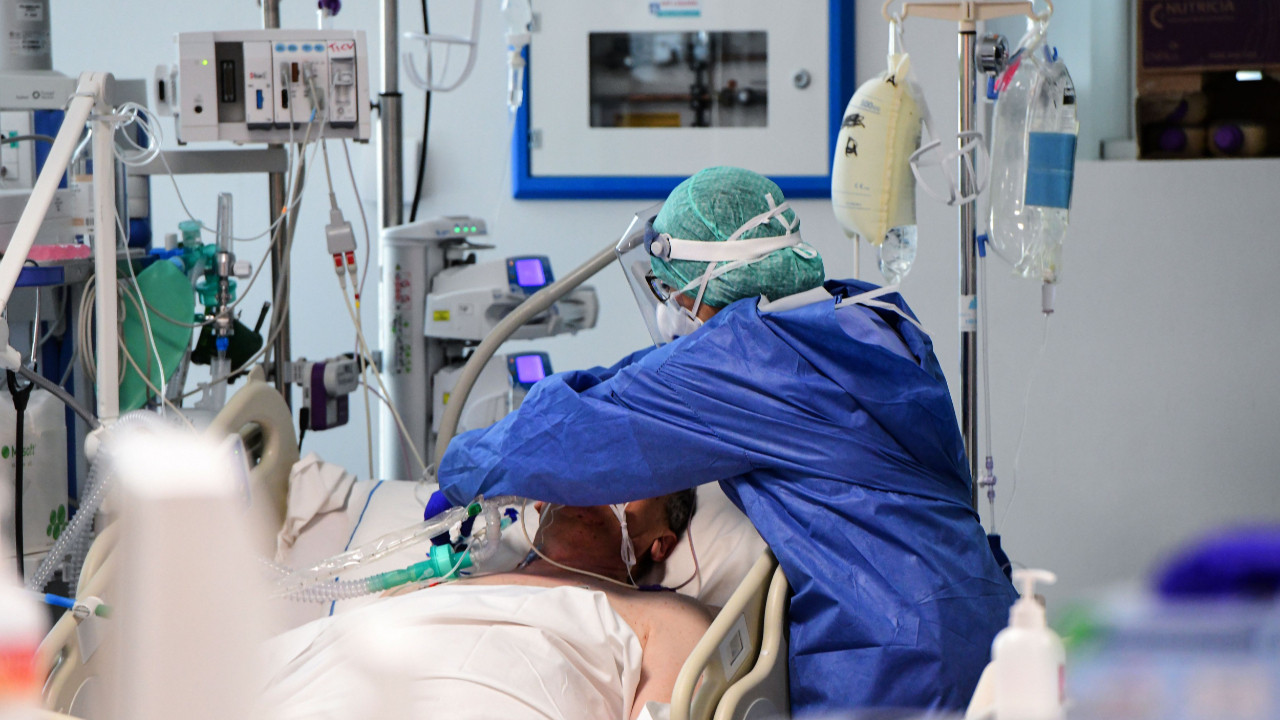 Koronavirüsten ölenlerin sayısı 4 milyonu aştı