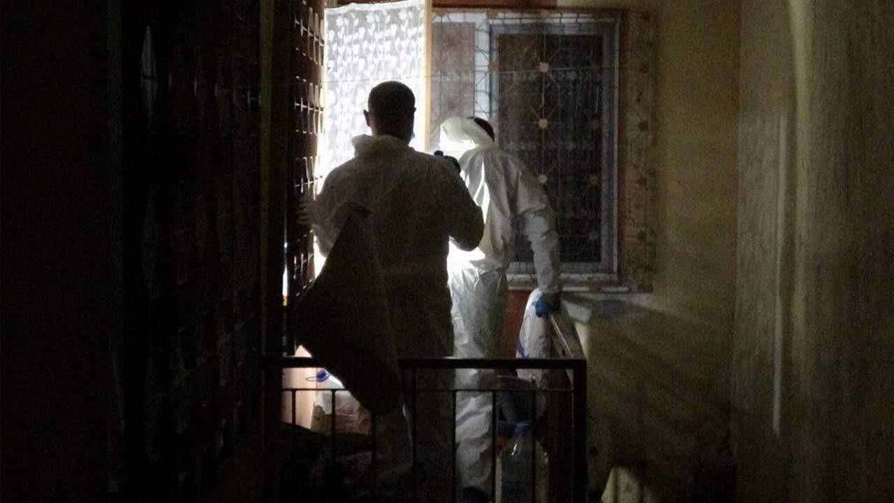 Korkunç cinayet, misafirler kokudan şüphelenince ortaya çıktı!