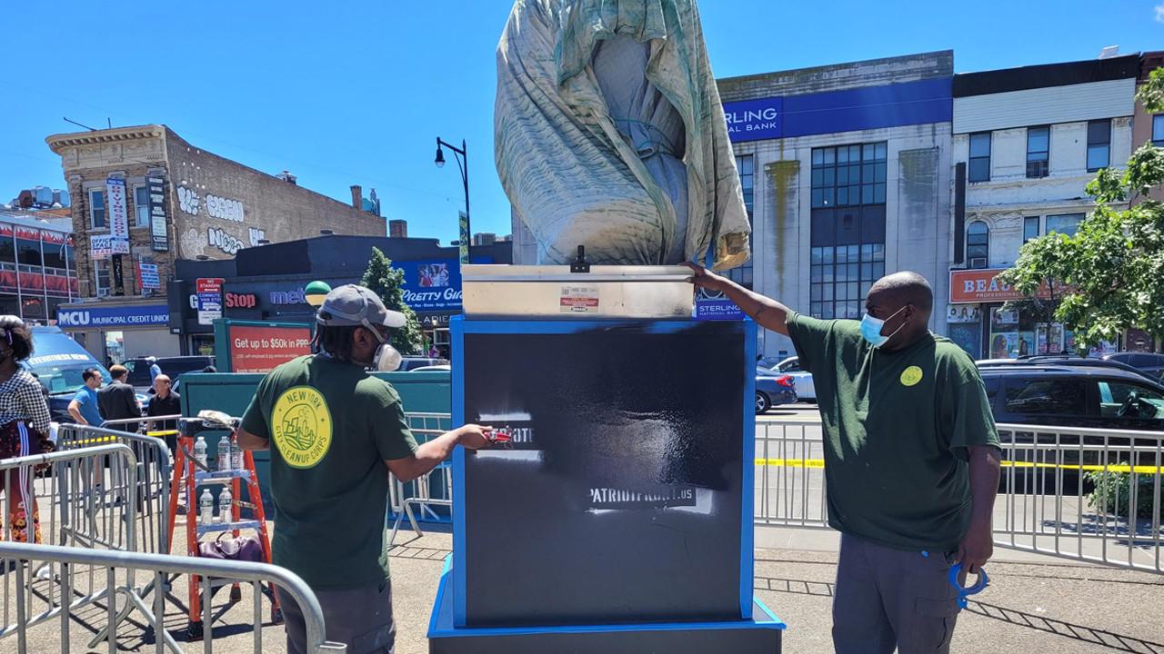 George Floyd heykeline çirkin saldırı