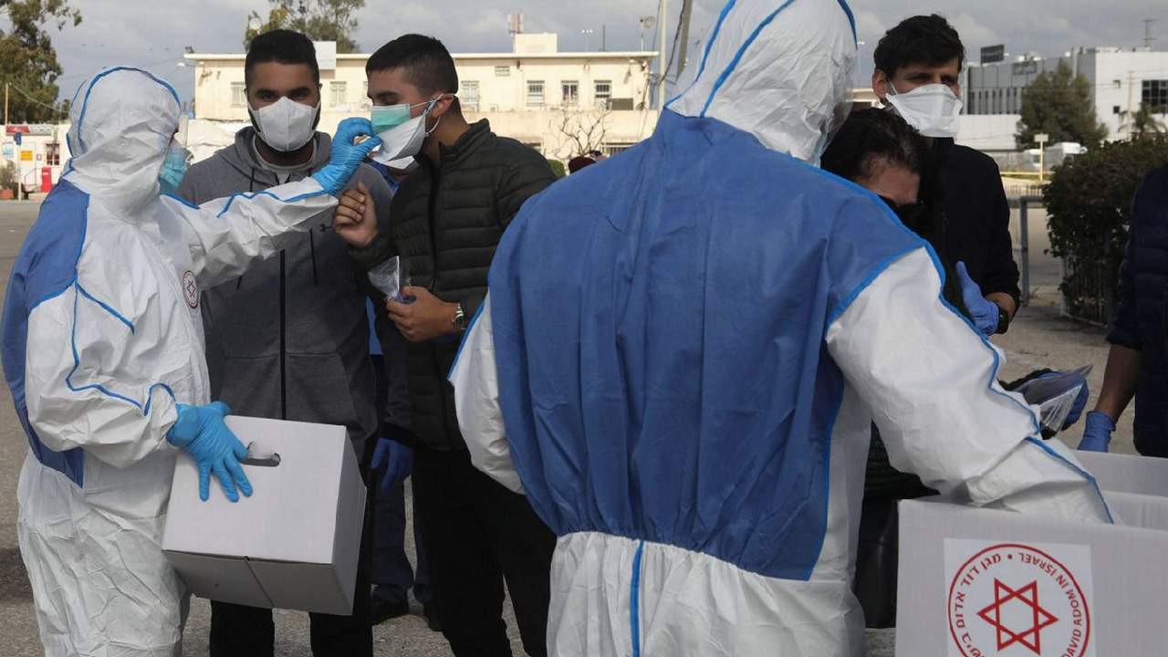 İsrail'de 4. dalga başladı, maske zorunluluğu geri geldi