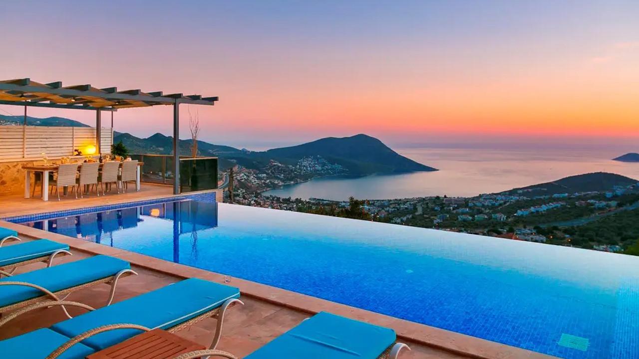 Kiralık villada tatilin fiyatı dudak uçuklatıyor