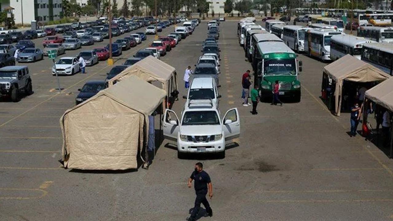 Meksika'da hastane otoparklarına Covid-19 servisi kurulacak