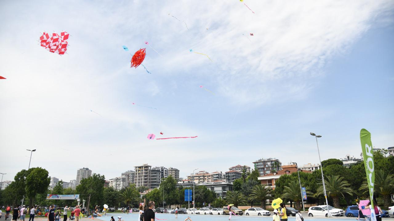 Kadıköy'de uçurtma festivali renkli görüntülere sahne oldu