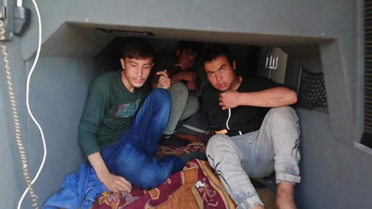 Yolcu otobüsünün bagajında yakalandılar - Resim: 1