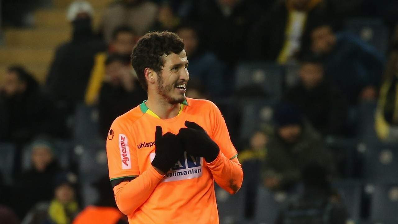 Beşiktaş'ın yeni transferi taraftara müjdeyi verdi