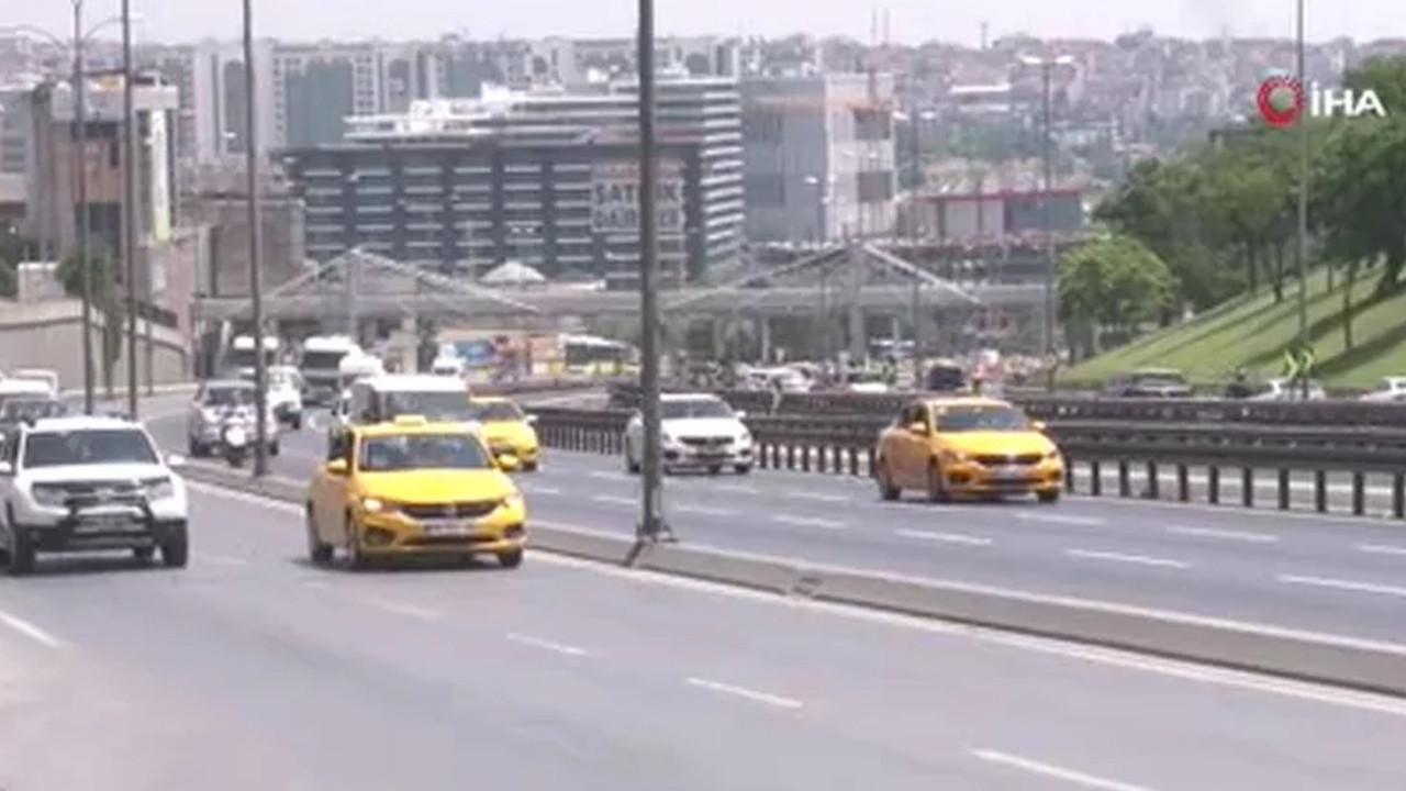 İstanbul'da hareketli anlar: Bir avukat kendini araçların önüne attı
