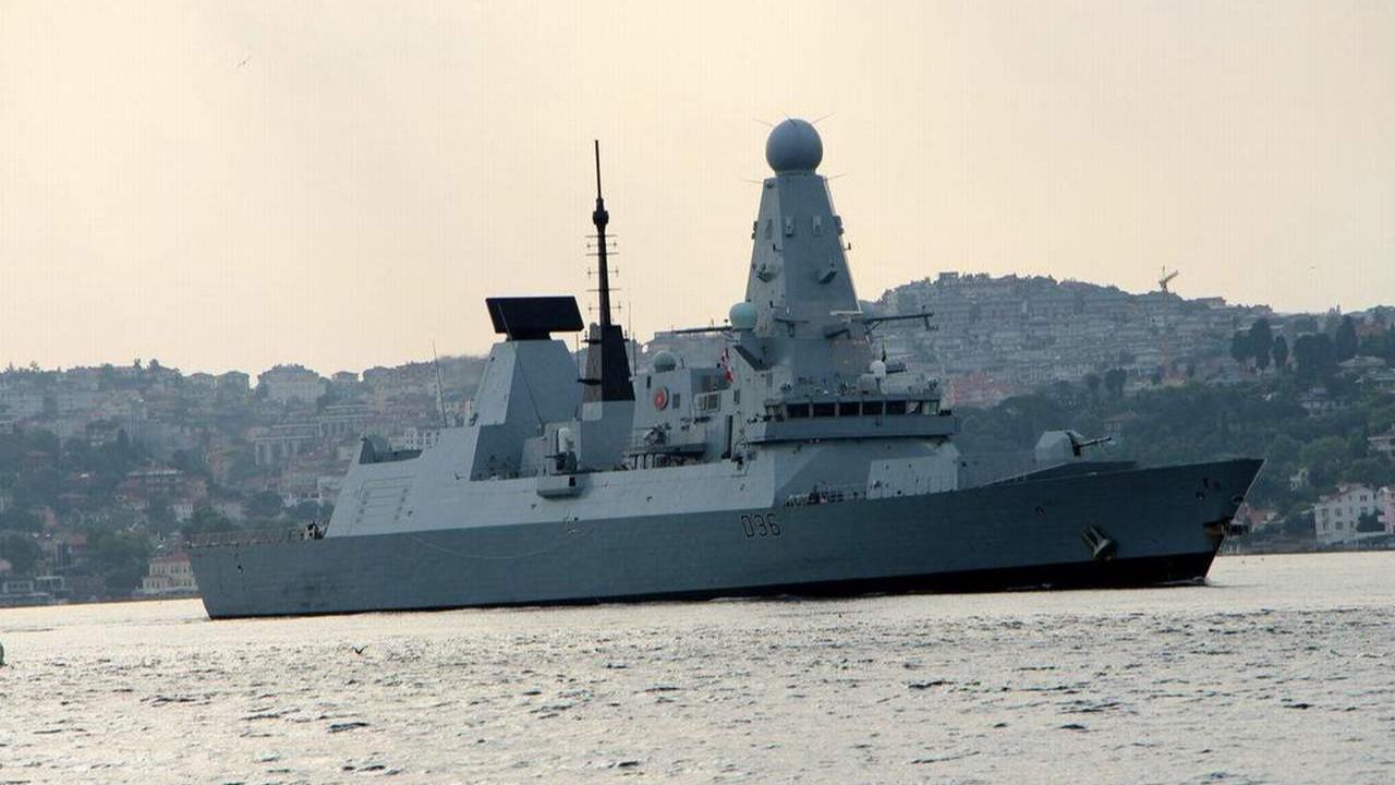 Tüm dünyayı tedirgin eden savaş gemisi Karadeniz'den ayrıldı