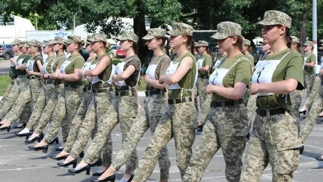 Ukrayna ordusunda ''topuklu'' krizi