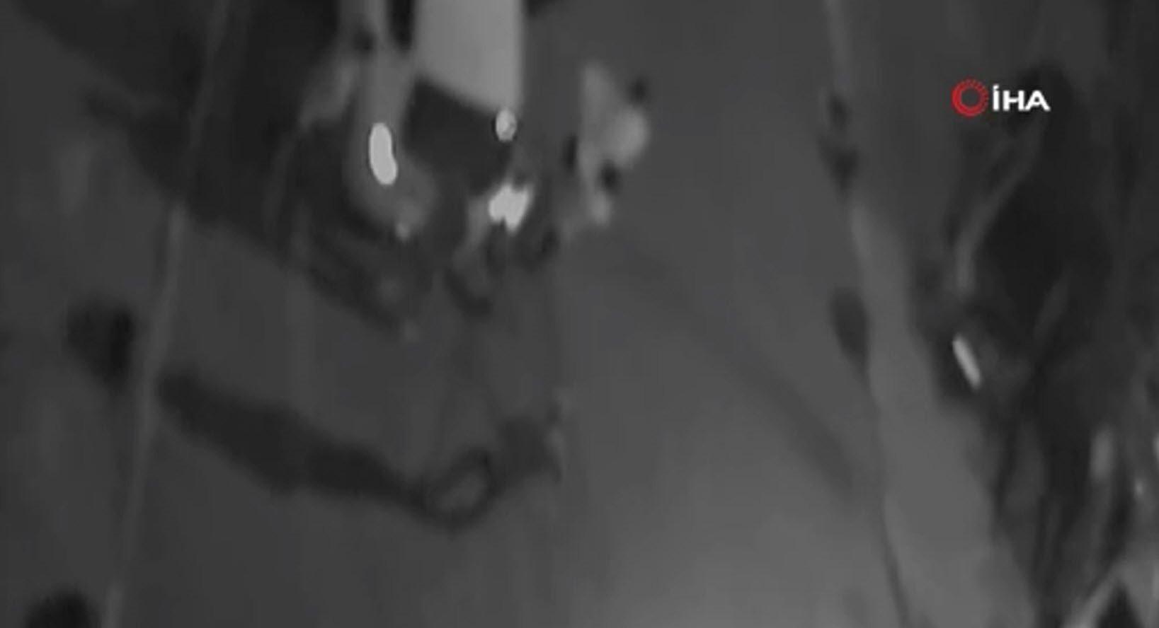 Çocuk tacizcisini önce dövüp sonra polise teslim ettiler