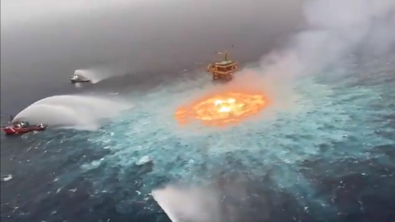 Animasyon değil, montaj değil! Okyanus alev alev yandı