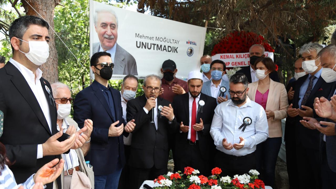 Kartal Belediyesi eski Bakan Mehmet Moğultay'ı kabri başında andı
