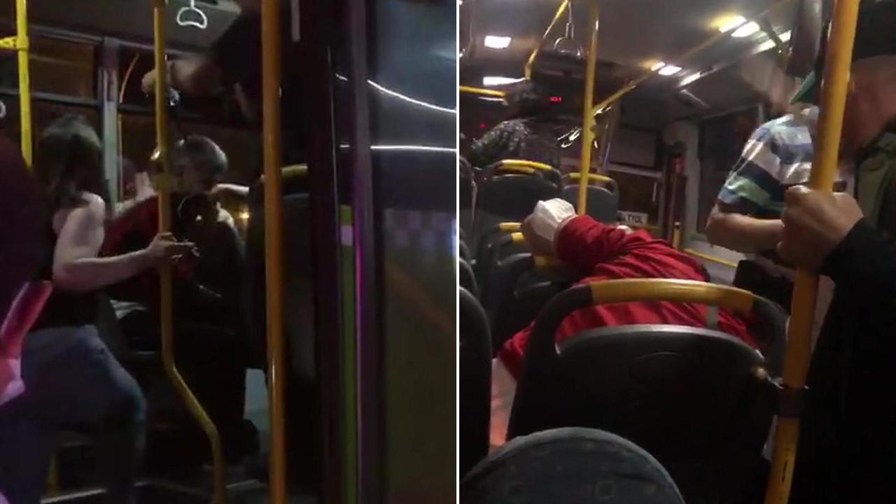 Tacizle suçladıkları kişiyi otobüste dövdüler