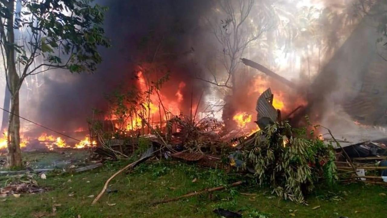 Ülke şokta! 85 kişiyi taşıyan askeri uçak düştü