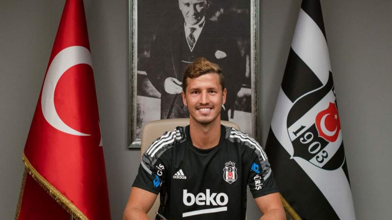 Beşiktaş, Salih Uçan'ı kadrosuna kattı
