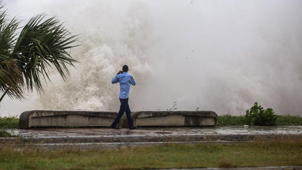 Küba'da ''Elsa'' alarmı: 100 bin kişi tahliye edildi