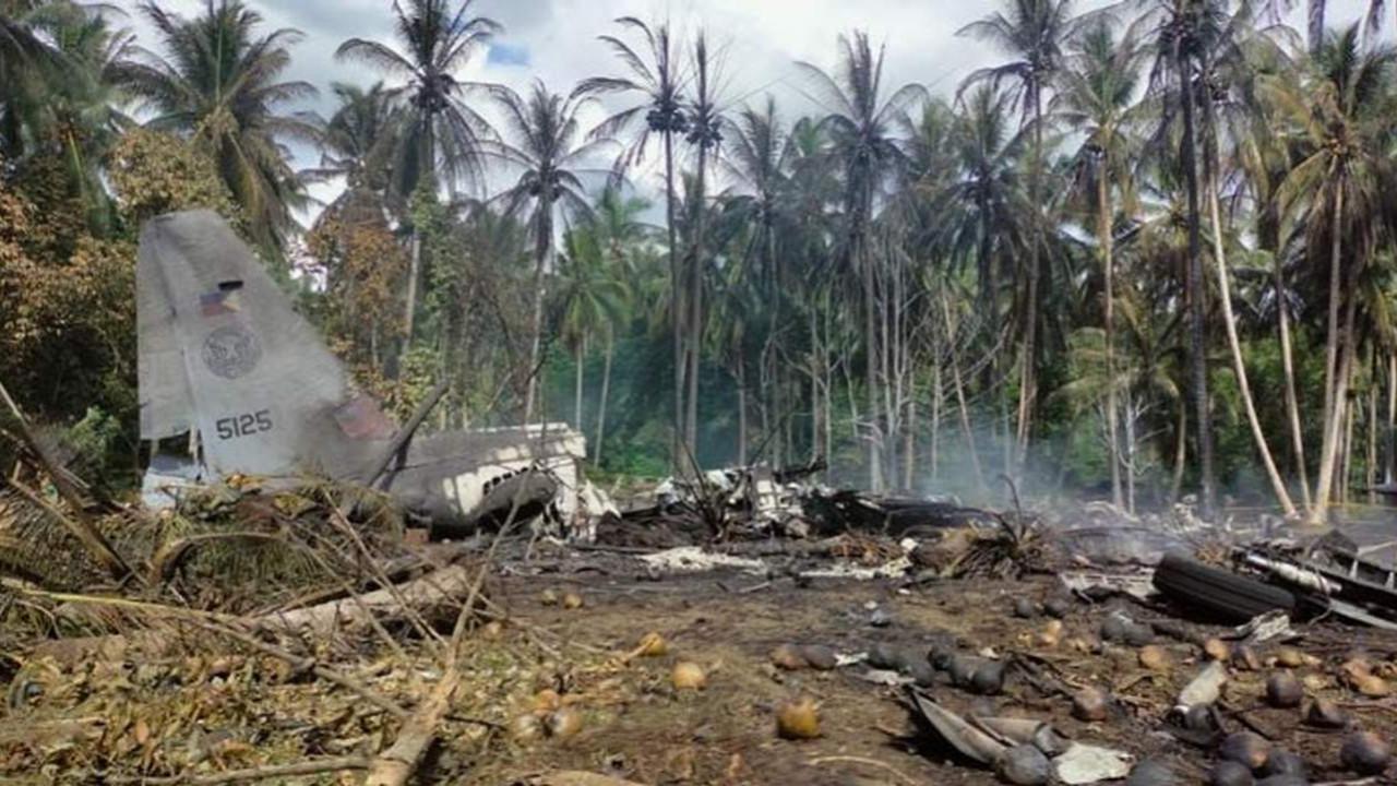 Filipinler'de askeri uçak düştü; 45 kişi öldü!