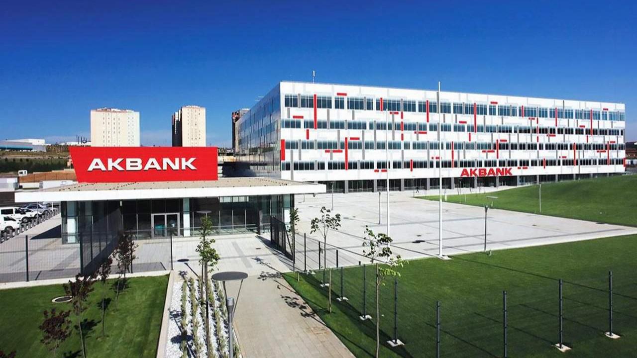 Sistemlerindeki arıza süren Akbank'tan yeni açıklama