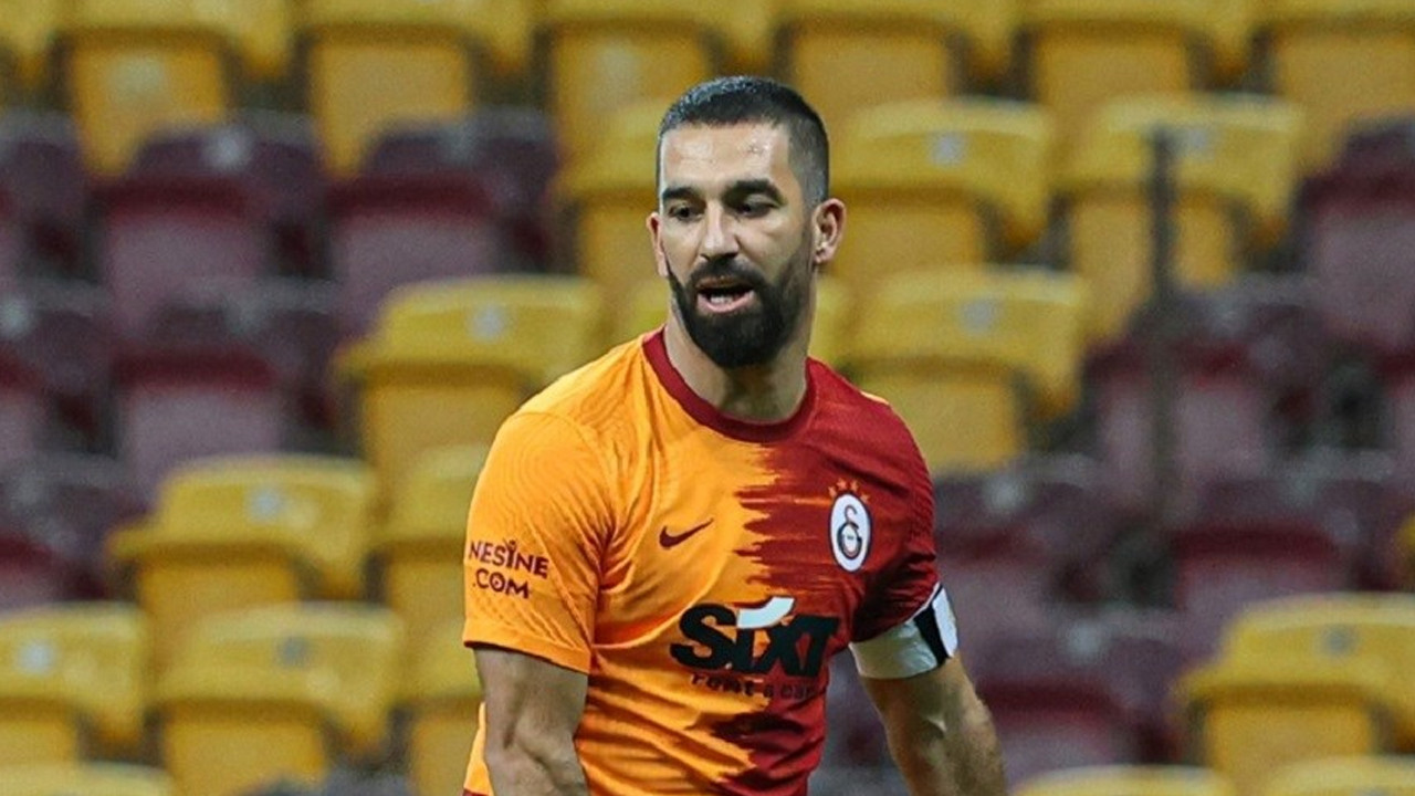 Galatasaray Arda Turan ile sözleşmesini 1 yıl uzattı