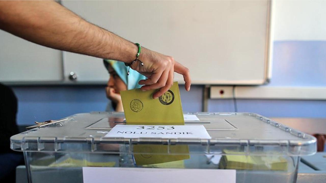 MetroPOLL araştırdı: 2023'te ilk kez oy kullanacak Z Kuşağı AK Parti'nin üstünü çizdi!