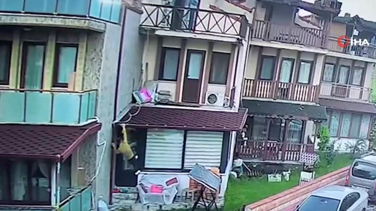 Sapık kamerada! Komşuları uyarınca kurtuldu