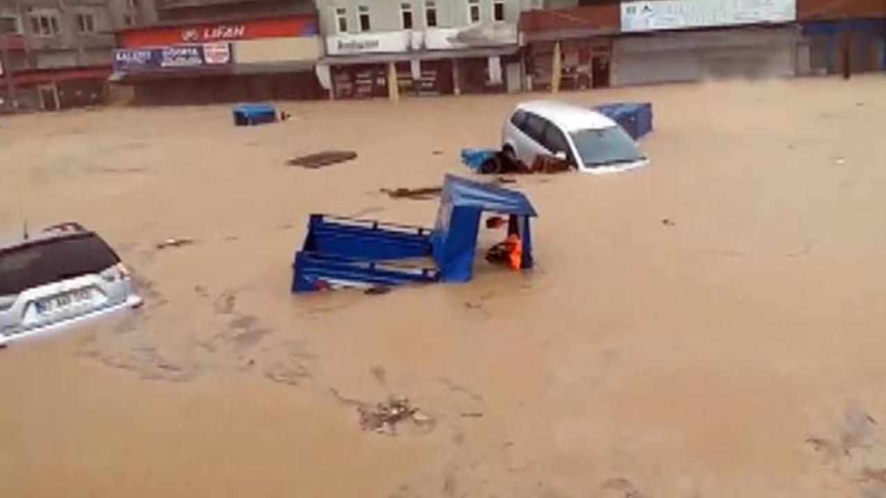 Zonguldak ve Sakarya'da sel kabusu: 1 kişi kayıp, evler ve araçlar sular altında