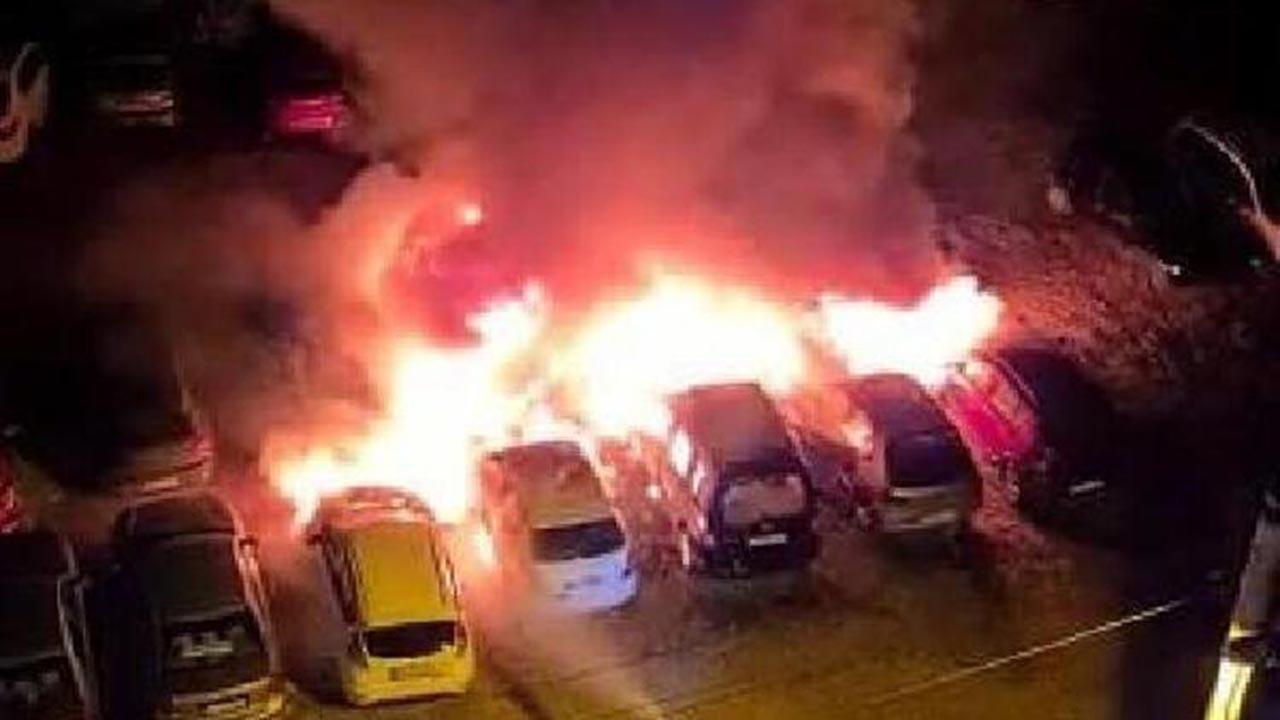 Otoparkta yangın: Çok sayıda araç küle döndü