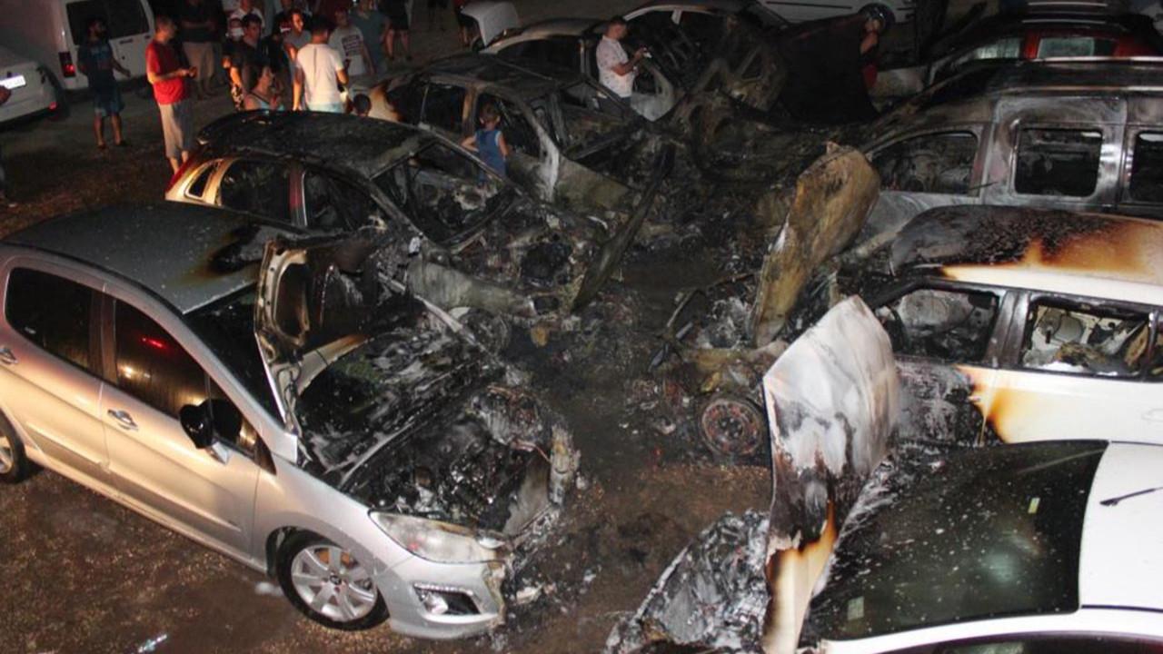 Otoparkta yangın! 12 araç kül oldu