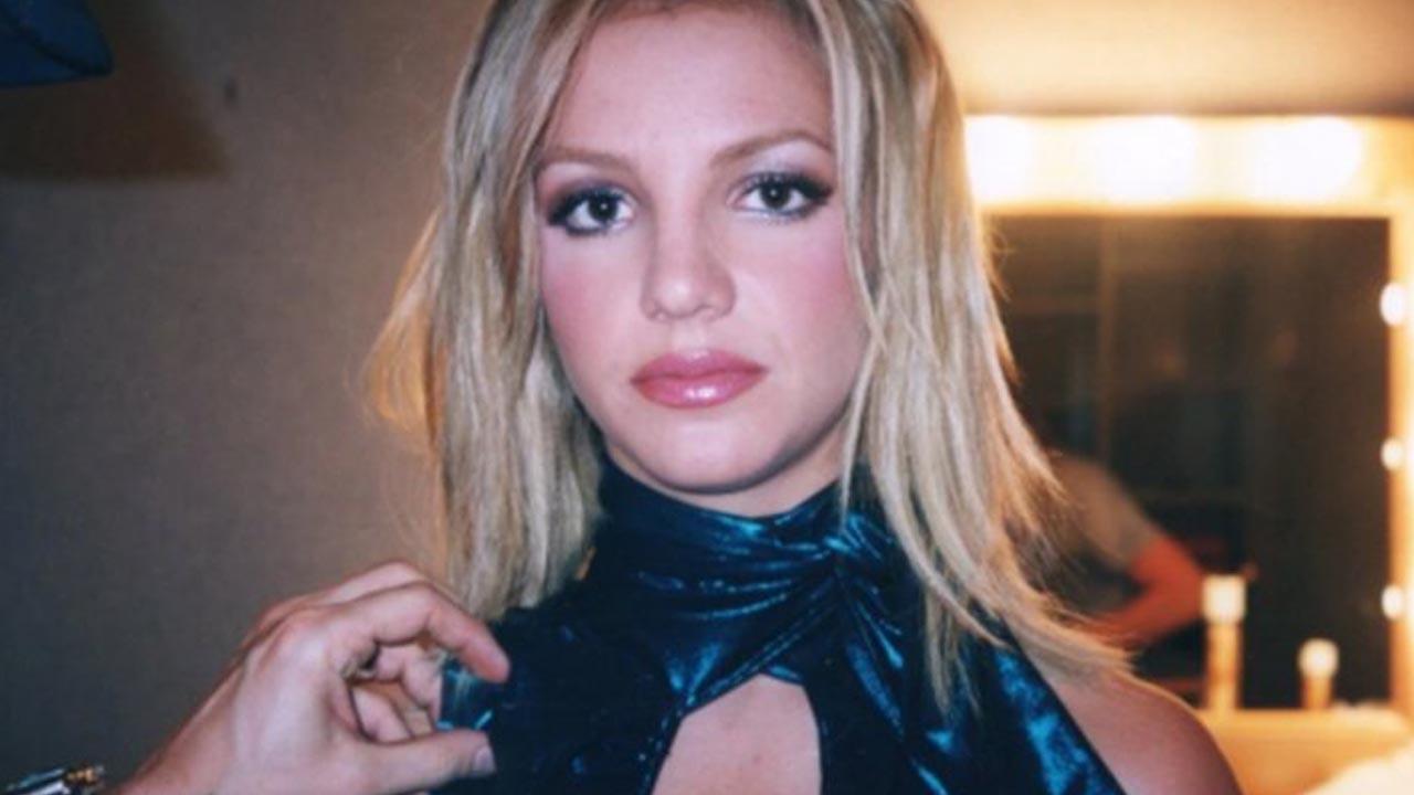 Britney Spears verdiği çırılçıplak poz ile yeniden gündemde