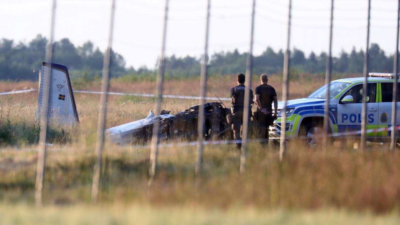 İsveç'te içinde 9 kişinin bulunduğu uçak düştü
