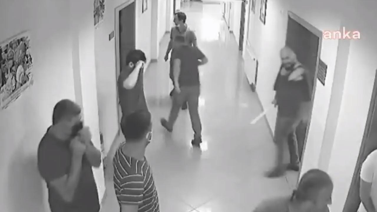 Belediye binasında gazeteciye saldırı anı kamerada