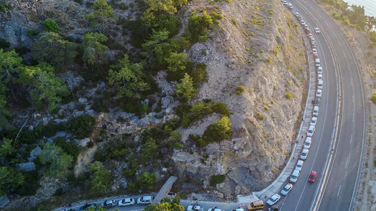 Antalya'da 1 kilometrelik ''piknik'' kuyruğu
