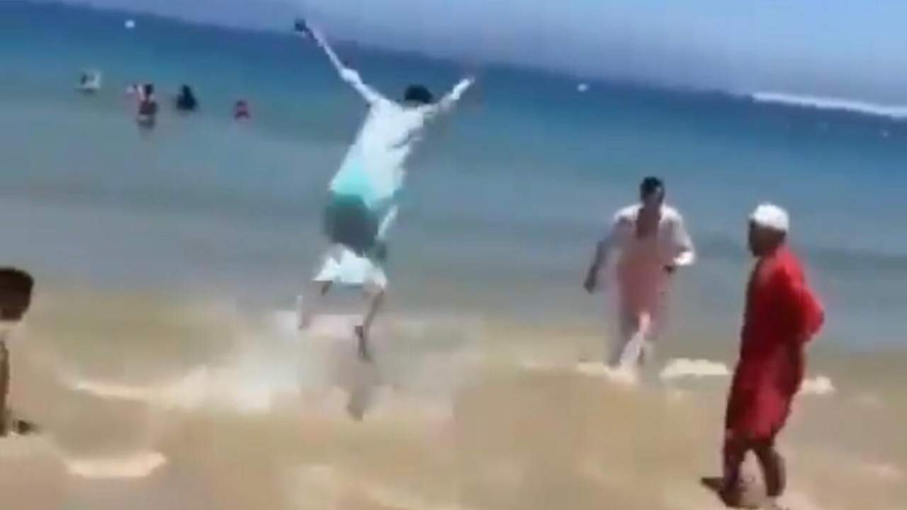 Arap turistlerin Antalya'daki akılalmaz eğlencesi kamerada