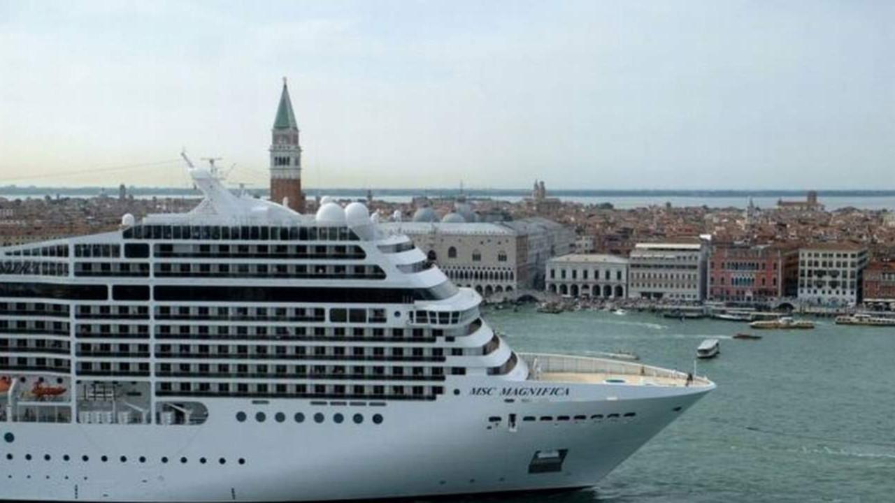 Dev yolcu gemilerine Venedik yasağı