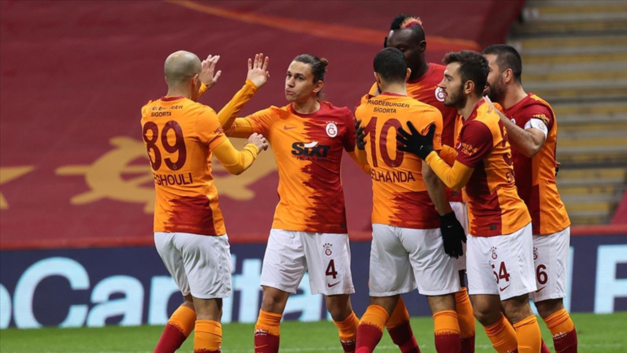 Galatasaray'ın yeni formaları satışa çıktı