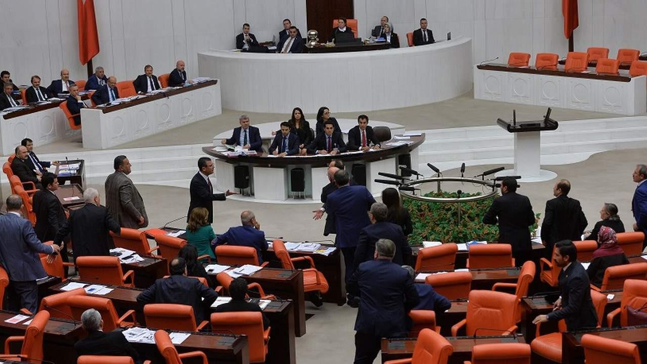 AK Parti'nin Meclis'teki Öcalan savunması olay oldu