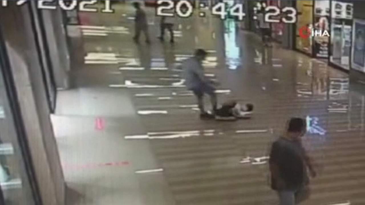 AVM'de çocuğa şiddet! Savcı oradaydı zanlı yakalandı