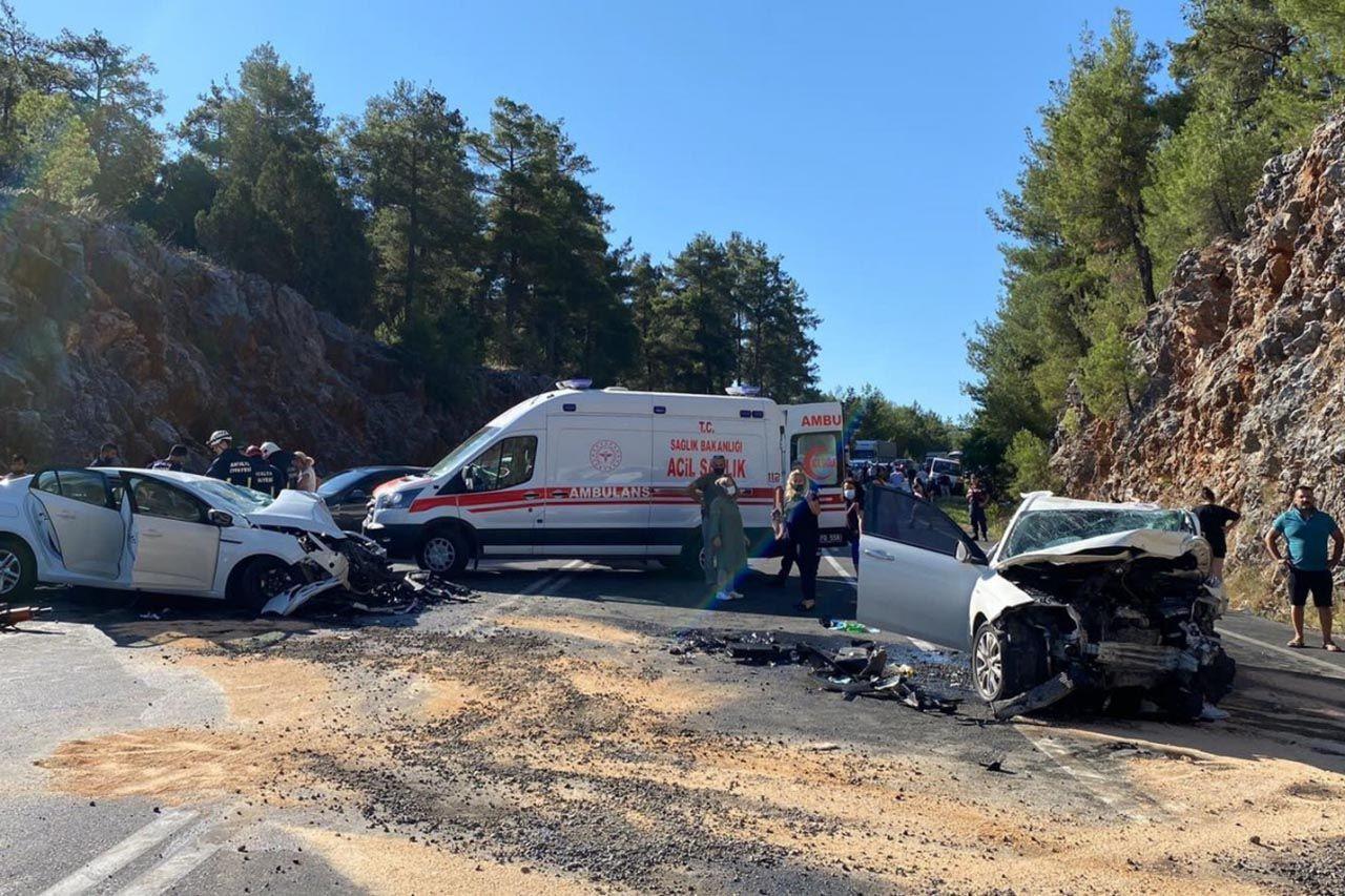 Antalya'da feci kaza: 2 ölü, 5 yaralı - Resim: 1