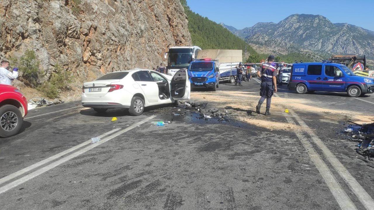 Antalya'da feci kaza: 2 ölü, 5 yaralı - Resim: 3