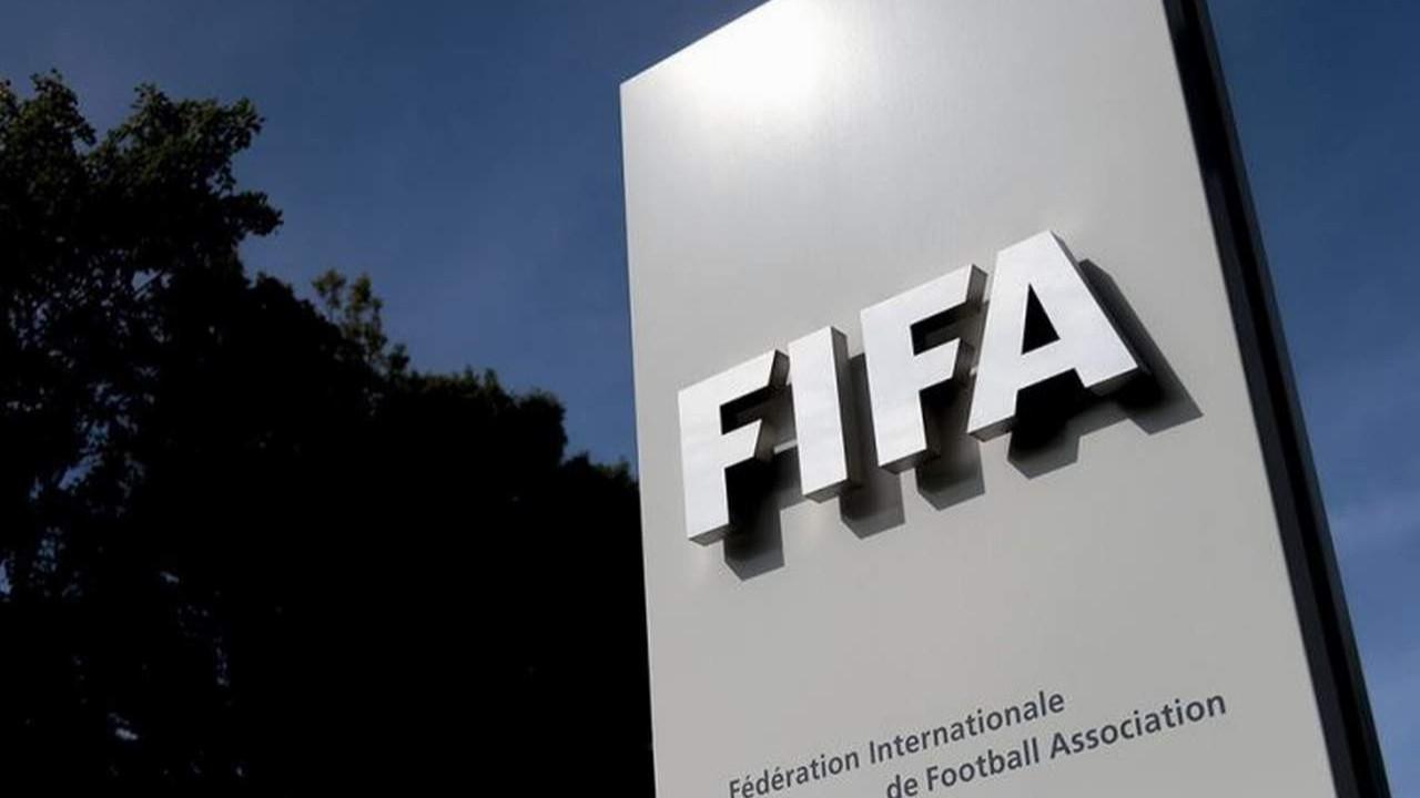 FIFA futbolda ''beyin yakan'' kural değişikliği iddialarını yalanladı