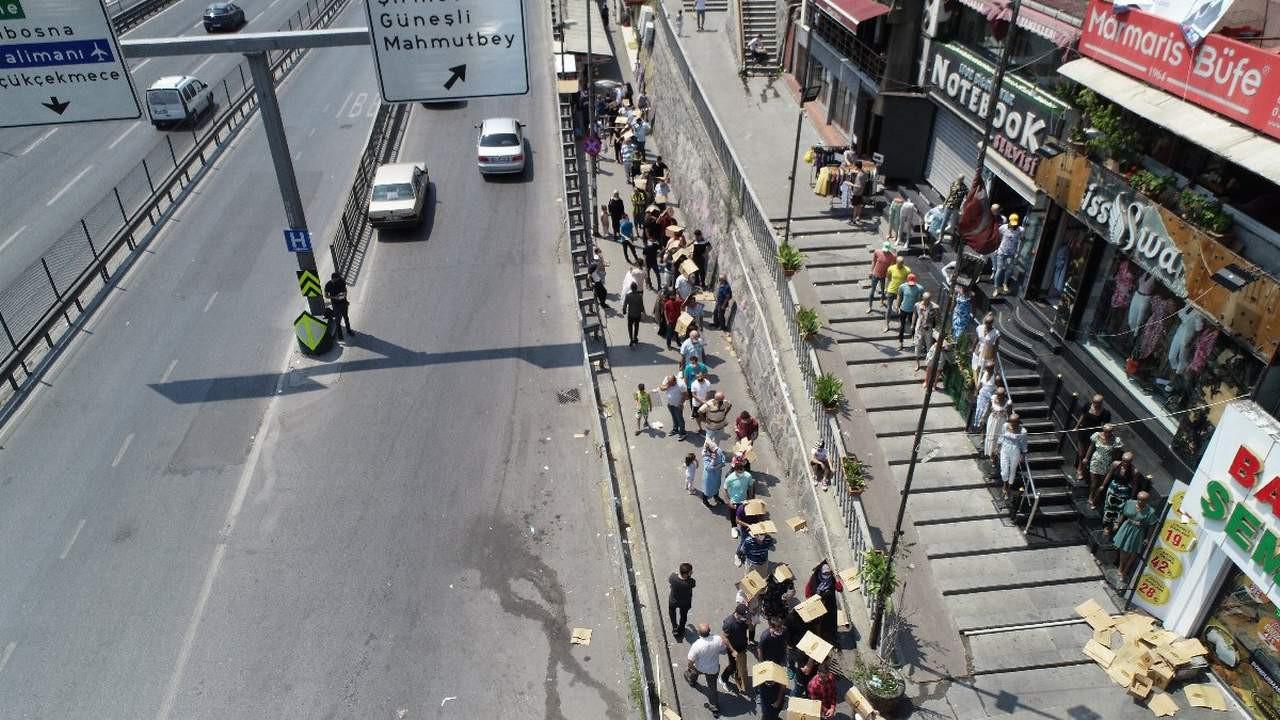 İstanbul'da bayram arefesinde yürek parçalayan kuyruk