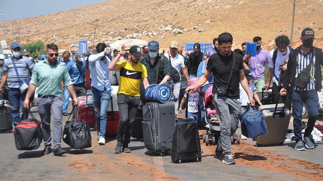 Savaş var kaç, bayram var dön! Türkiye'deki Suriyeliler sınıra dayandı