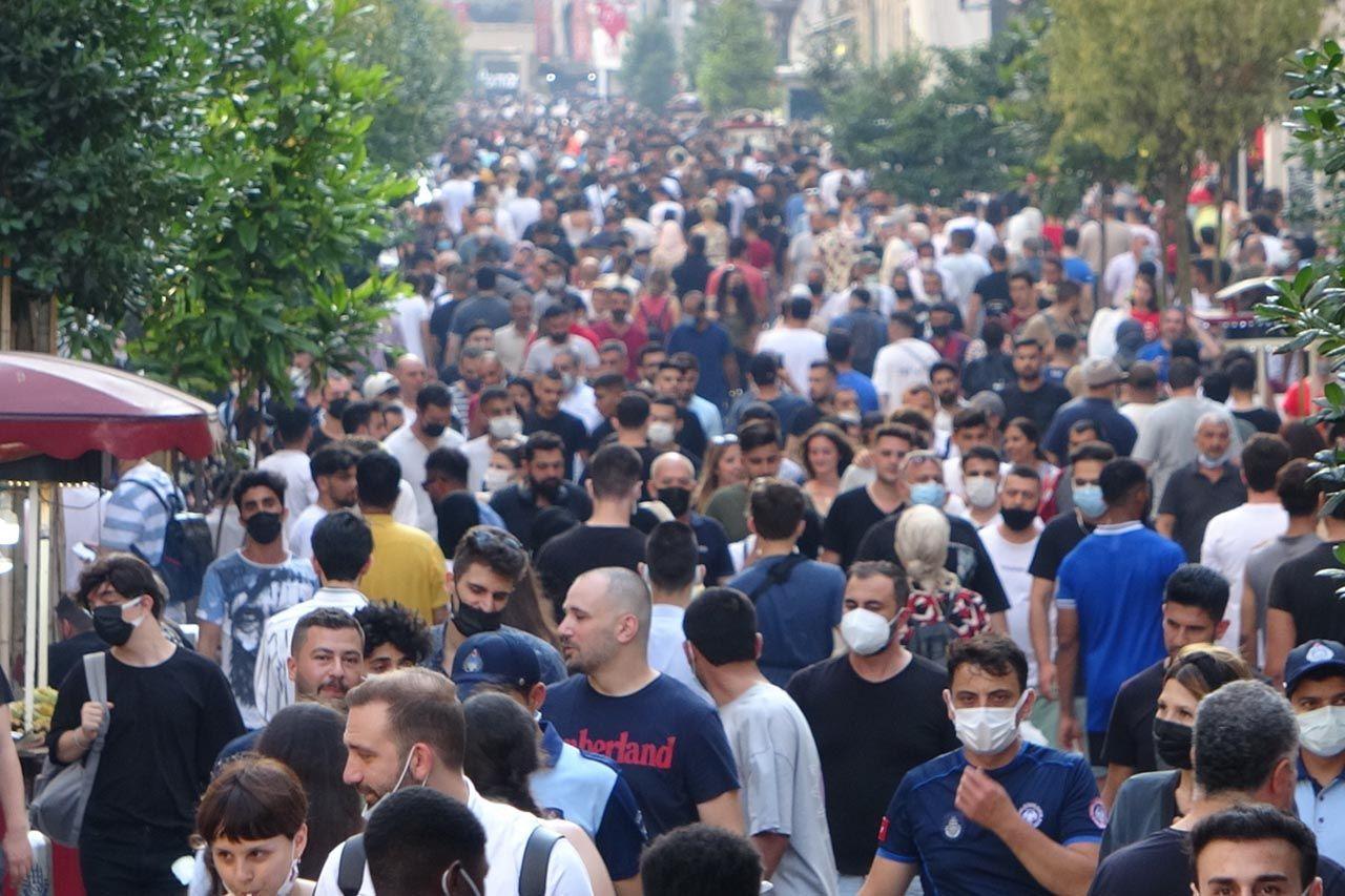 Bayram arefesinde Taksim'de korkutan kalabalık - Resim: 1