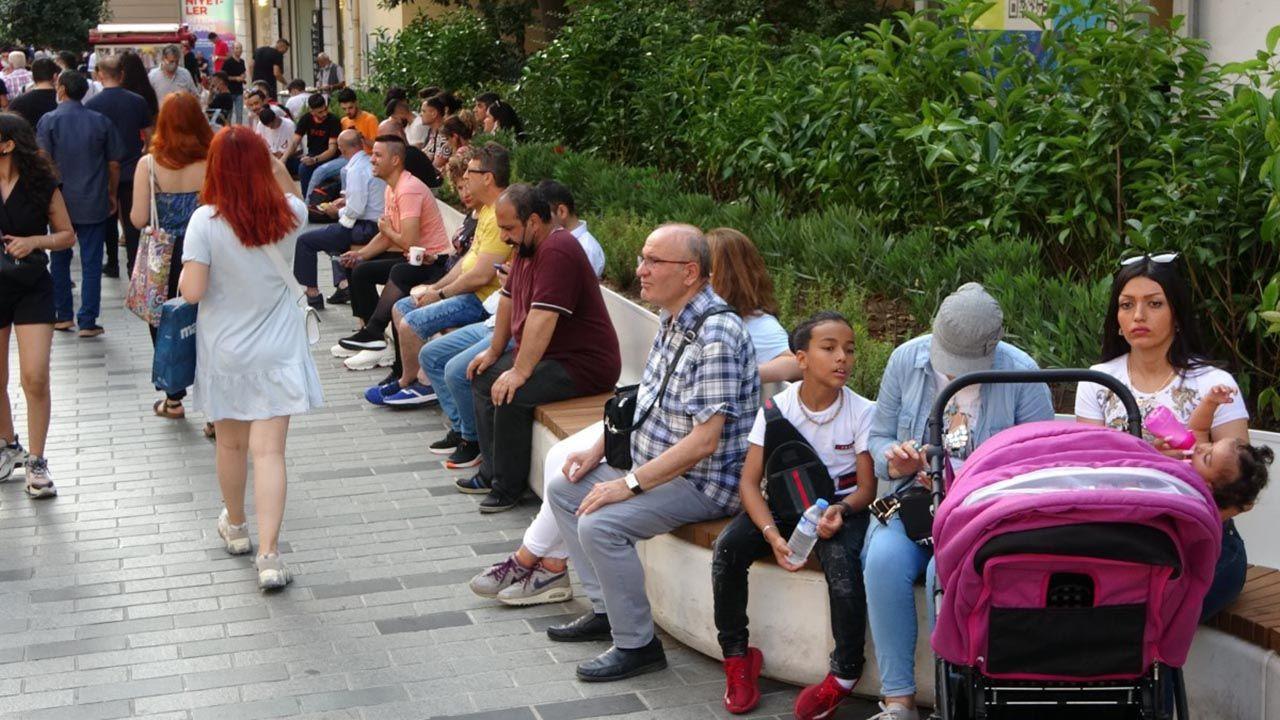 Bayram arefesinde Taksim'de korkutan kalabalık - Resim: 2