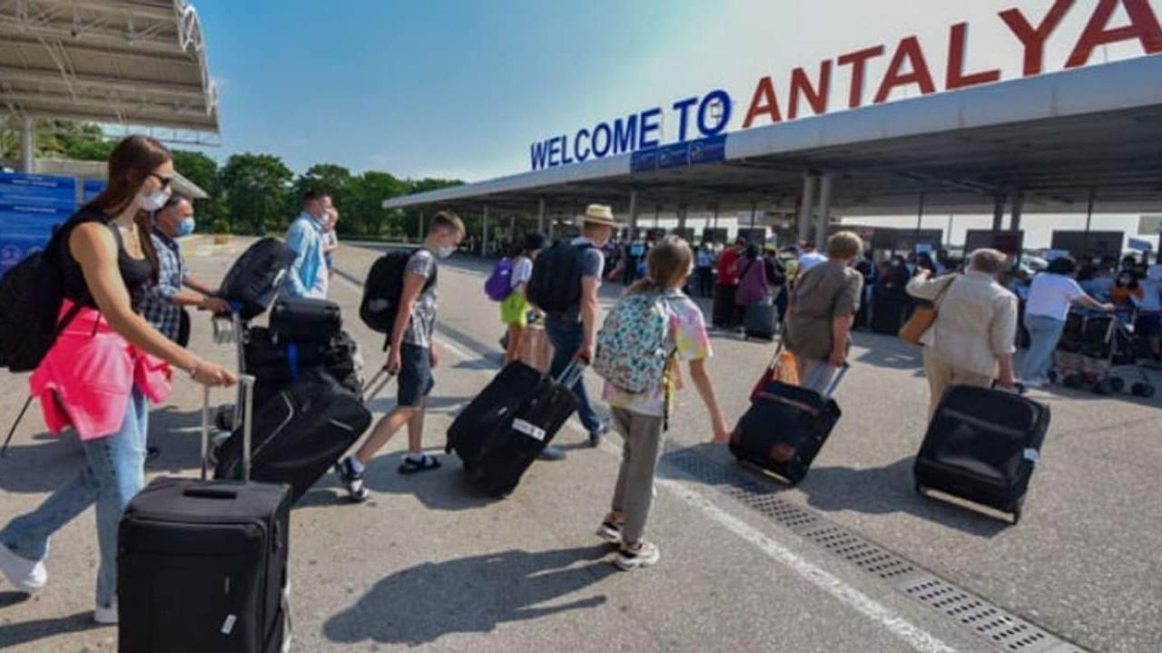 Türkiye'ye gelen Rus turistler için ''karantina'' çağrısı