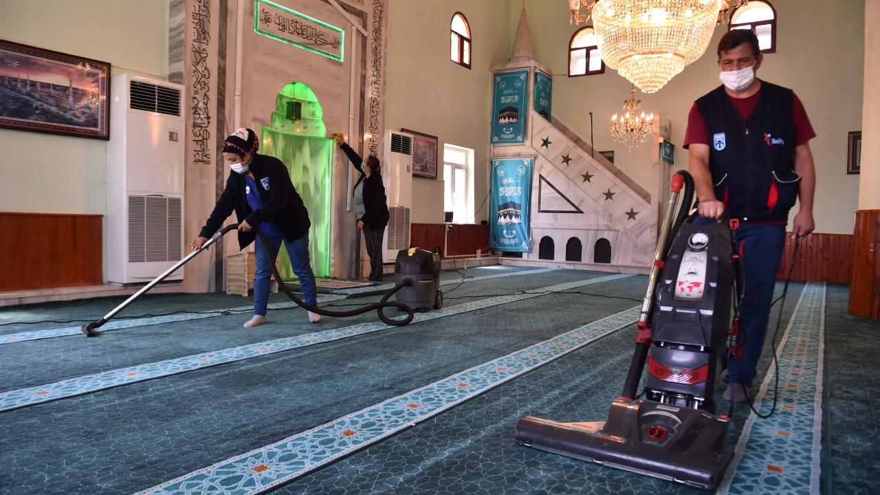 Ankara Büyükşehir'den bayram öncesi mezarlık ve camilerde temizlik seferberliği