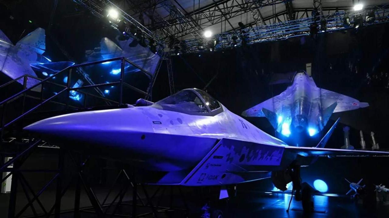 Rusya yeni nesil savaş uçağı Checkmate'ı tanıttı