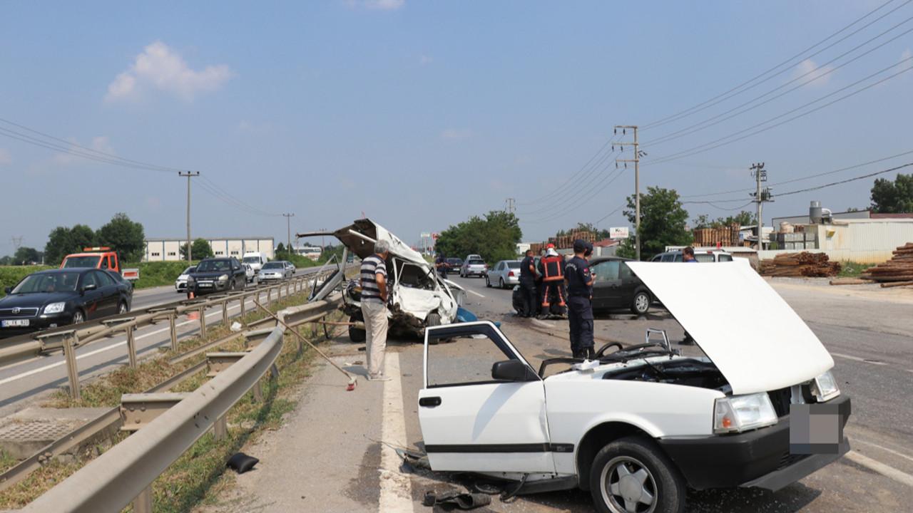 D100'de feci kaza, otomobil 2'ye bölündü